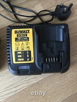 DeWALT DCV582 CORDED/CORDLESS 230V 14.4V-18V XR Li-ION WET/DRY VACUUM Hoover